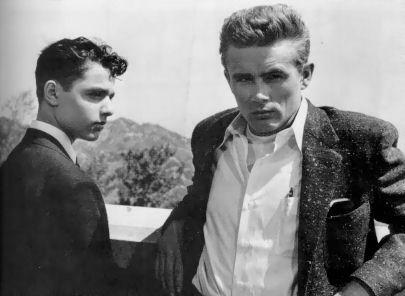 James Dean - auf Balustrade